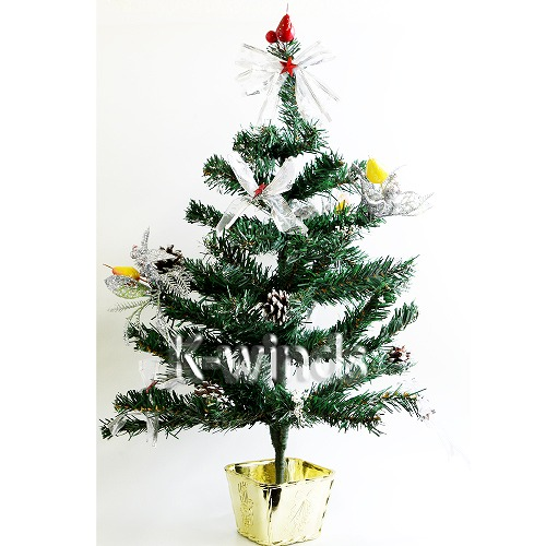 Christmas tree was decorated much like the falling snow white powder.
