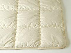 [キャメル敷ふとん]モンゴル産ラクダ毛100%厚め ダブル 140x200cm 5.8kg入獣毛は蒸れず湿気ません繊維のゴミを特許装置で取り除いています生地色はアイボリー
