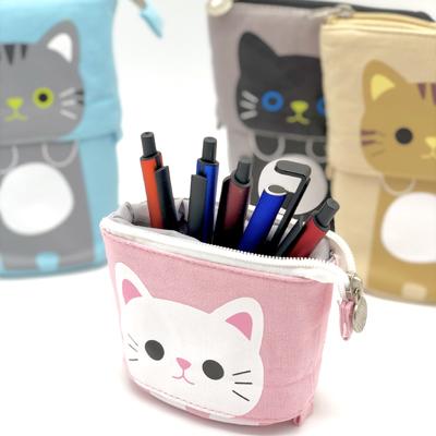 筆箱 ペン立て 全4色 布 2WAY 可愛い 猫 高い素材 買物 文房具 セパレート マチ付き ポケット キャンパス素材 パステルカラー 猫ちゃんのイラストがかわいくておしゃれ 筆箱としても持ち歩ける2WAY仕様のペン立て おしゃれ イラスト LG-POUCH-CAT ペンポーチ 自立 アニマル おすすめ サイズ変更可能 チャック 大容量 ペンケース ペンスタンド かわいい 便利