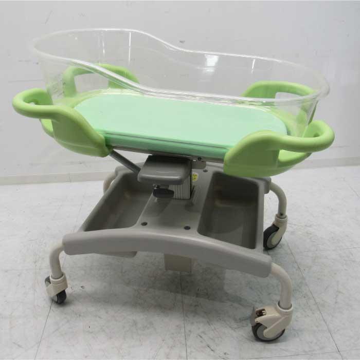 送料無料 パラマウントベッド 新生児ベッド KB-116 売り出し 2007年 高さ調整機能付き 見学 完売 仙台 中古 お客様荷下ろし