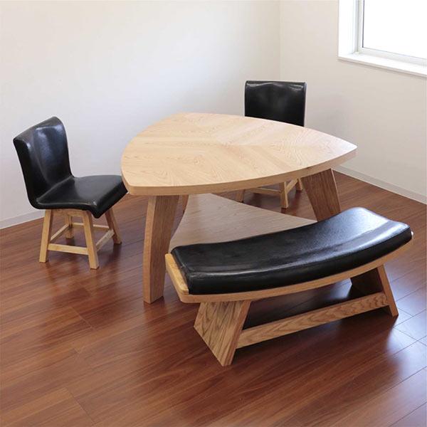 数量限定 ダイニングセット ダイニングテーブルセット 4点セット 4人掛け 幅135 ナチュラル 三角テーブル ベンチ 回転チェア 座面 合成皮革 PVC 合皮 木製 デザイナーズ風 モダン 食卓テーブルセット 送料無料