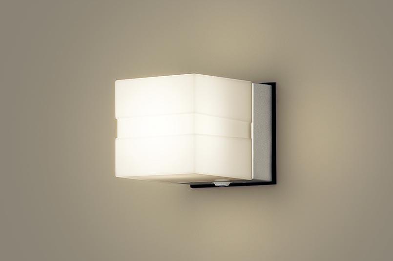 【パナソニック】壁直付型 LED ポーチライト 40形電球1灯相当・密閉型 防雨型・FreePaお出迎え・明るさセンサ付・点灯省エネ型 LSEWC4006