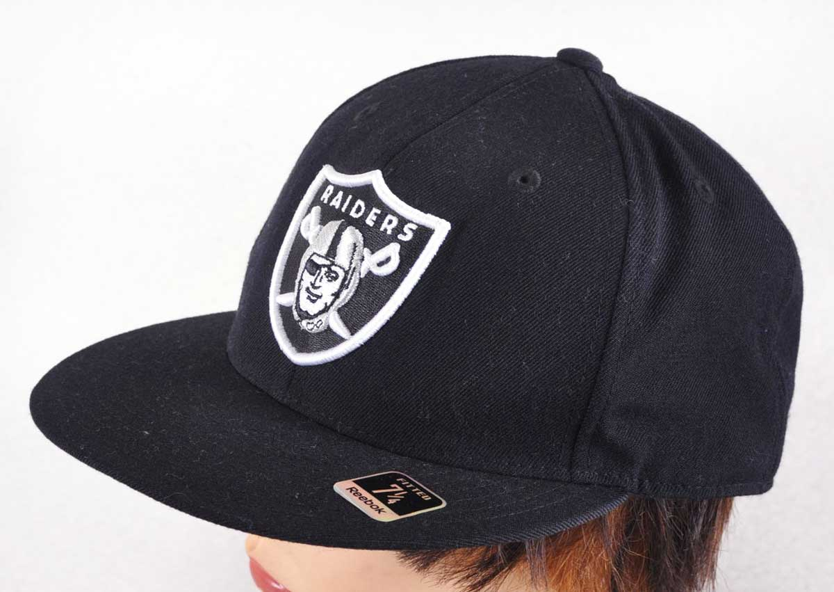 4d109889 Reebok Reebok and NFL OAKLAND RAIDERS Oakland Raiders and fitting Cap  Baseball Cap black / size 7 - 1 / 4 1