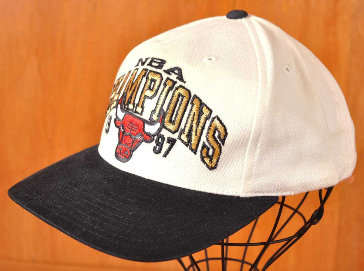 4813c6d9470 Vintage 1997   AMERICAN NEEDLE   NBA CHICAGO BULLS Chicago Bulls NBA Final  champion   baseball cap snapback cap   white X black▽