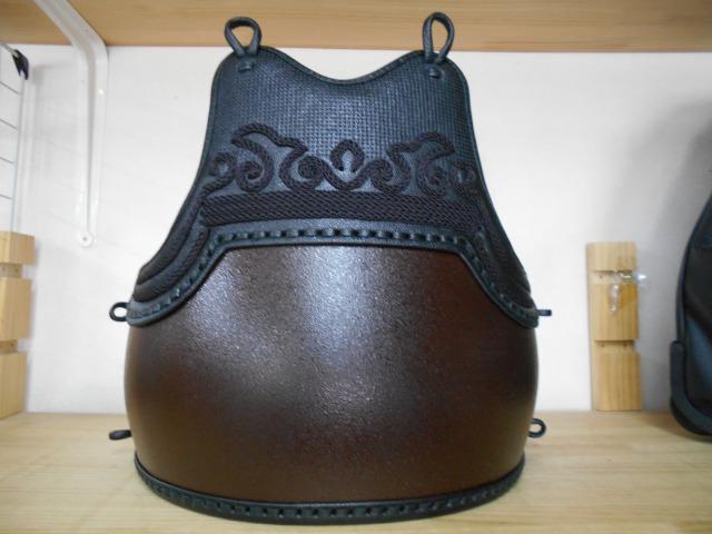 剣道具 単品 胴 溜め石目 胴 胸黒胸黒兜飾り 50本型強化樹脂 二本足 堅紐付