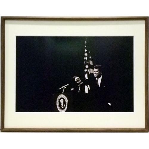 JOHN FITZGERALD KENNEDY ジョン・F・ケネディ - Pointing / 額入りフォトボード / インテリア額 【公式 / オフィシャル】