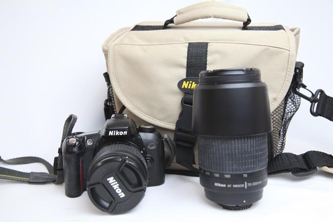 中古カメラ ニコン フィルム一眼レフカメラ 在庫処分 ダブルズームセット 送料無料 中古 Nikon μ2 135ミリ 小型 軽量ボディ 贈り物 初心者の方にもおすすめのフィルム一眼レフカメラ レンズAF70-300ミリ 風景撮影に最適 レンズAF28-80ミリ 人物 花や昆虫撮影に最適 バッグ付 スポーツ 5点測距オートフォーカス