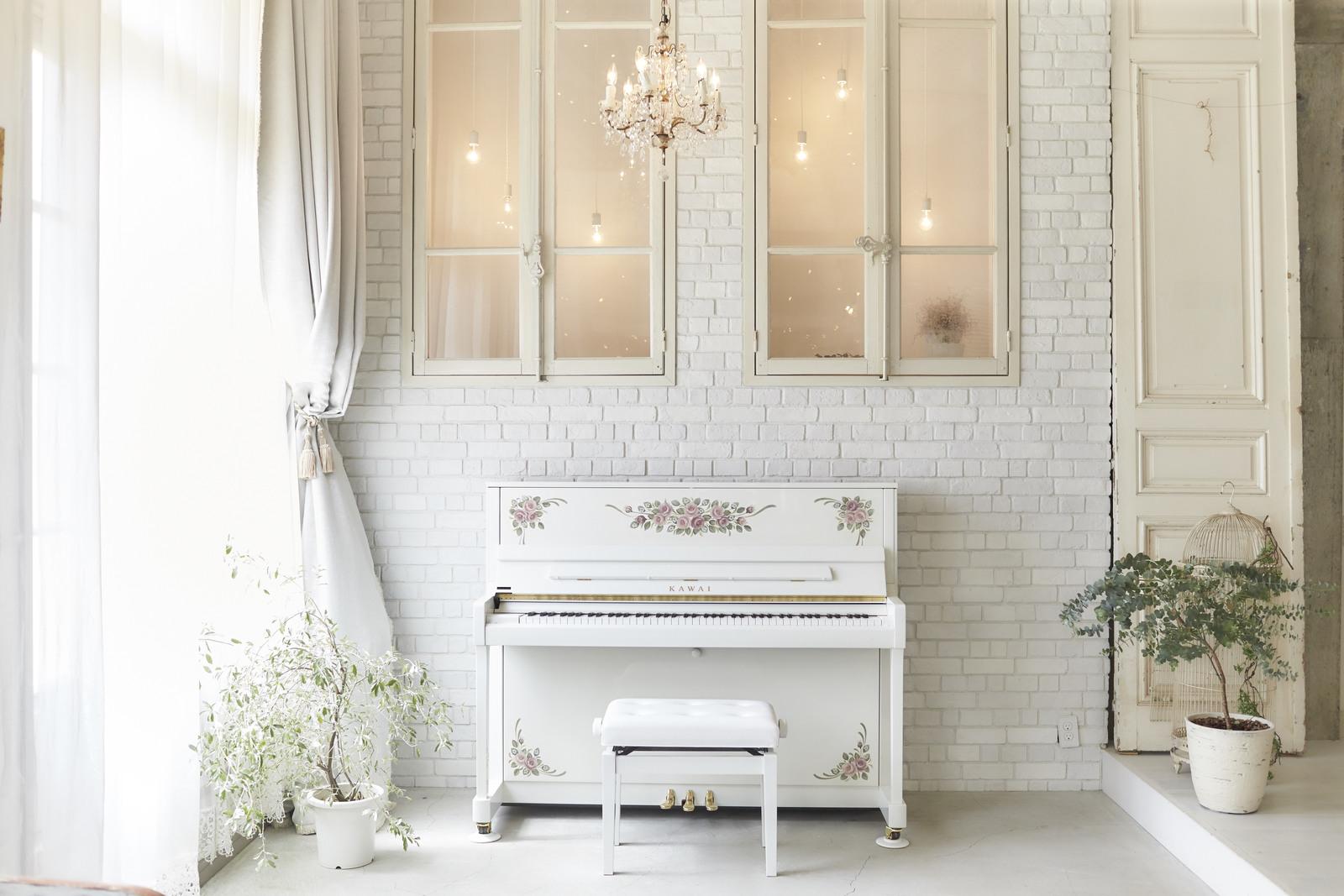ピンクローズ・Pink (白いピアノ アップライト)