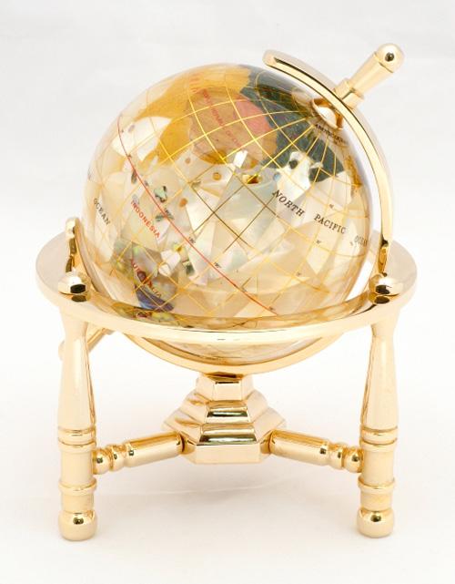 <8cm真珠貝地球儀(3脚) 天然石地球儀>天然石を削って手作りしたピィアースの宝石地球儀 高級感のあるインテリアを贈答用に ギフト 可愛い 誕生日プレゼント クリスマス