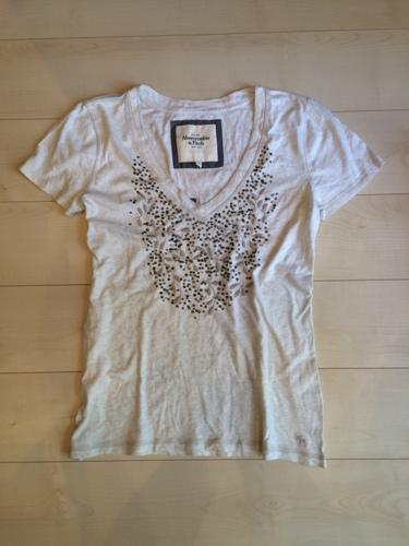アバクロンビー/アバクロ(Abercrombie&Fitch)レディース/Lスパンコール刺繍付VネックTシャツライト・オートミールNo.5069