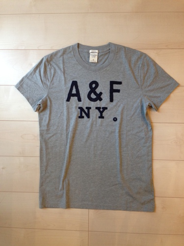 Abercrombie & Fitch(アバクロンビー&フィッチ/アバクロ)メンズ/Sアップリケ付半袖TシャツヘザーグレーNo.5310