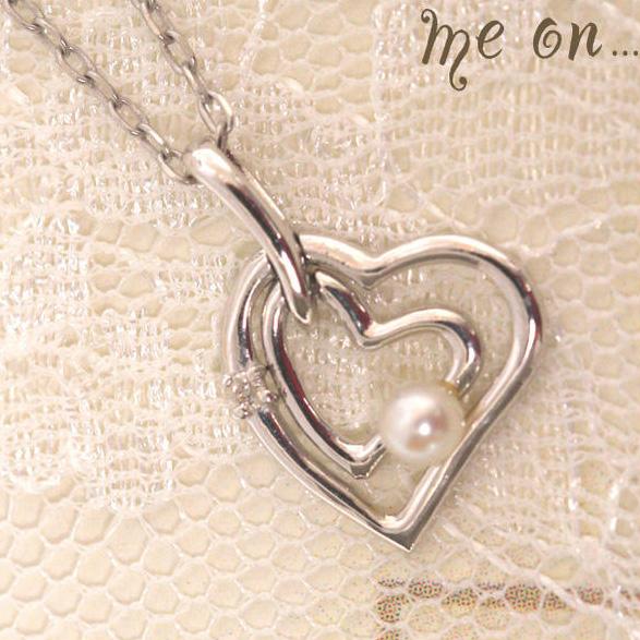 me on... 上品にダイヤモンドとパールでアクセント K10ホワイトゴールド10金 ダブルオープンハートネックレス お届けまで2~3週間程度 送料無料 プレゼント 春夏