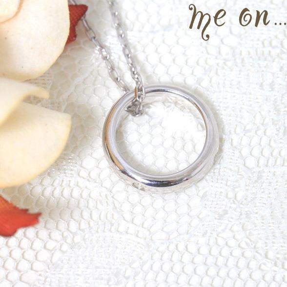 me on... 小さなダイヤが大人っぽい K10ホワイトゴールド10金 ベビーリング風ダイヤモンドネックレス お届けまで2~3週間程度 送料無料 プレゼント 春夏 大人気