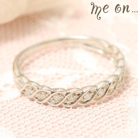 me on... 送料無料12粒のダイヤモンドが埋め込まれたTotal0.12カラットのエレガントな指輪 K10ホワイトゴールドWGハーフエタニティ ダイヤモンドリング お届けまで2~3週間程度 プレゼント 春夏 大人気