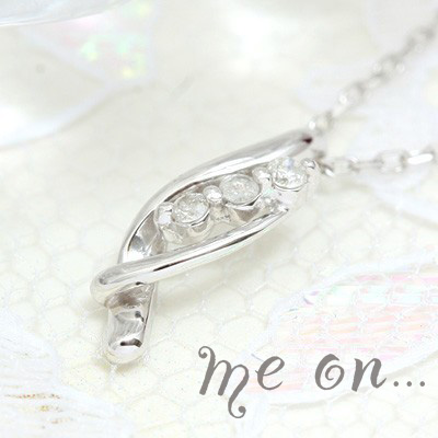 me on... 送料無料高級感のあるウェーブライン。K18ホワイトゴールド3連ダイヤモンドネックレス プレゼント 春夏