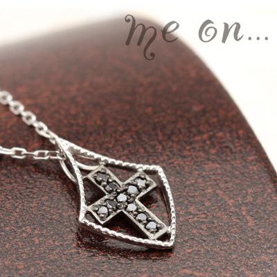 me on... 送料無料ブラックダイヤモンドで刻まれた十字架の紋章K10ホワイトゴールドクロスモチーフネックレス プレゼント 春夏