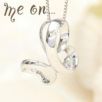 me on... 送料無料リュクスなデザイナーズバタフライ 10金K10ホワイトゴールド バタフライモチーフ ダイヤモンド ネックレス プレゼント 春夏 大人気
