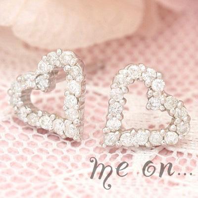 me on... 送料無料16粒のダイヤが光るシンプルリュクス K18ホワイトゴールド ダイヤモンドオープンハートラインパヴェピアス プレゼント 春夏 大人気