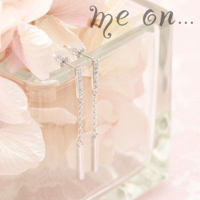 me on... 送料無料フォーマルデザインのゴージャスな輝き K14ホワイトゴールド12個のダイヤモンドロングピアス プレゼント 春夏 大人気