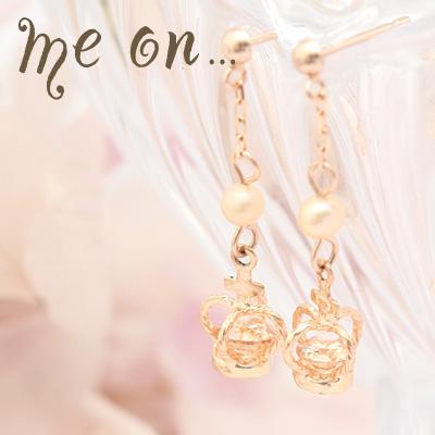 me on... 送料無料真珠と十字架を頂く人気の王冠◆K10ピンクゴールド[PG]ジルコニアシャンパンとパールのクロスクラウン・ドロップ式ピアス