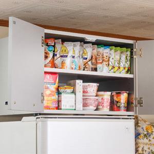 【送料無料・日本製】【冷蔵庫上収納ラック シルバー 700902】 キッチンラック 冷蔵庫上ラック キッチン収納棚 シルバー シンプルデザイン おしゃれ 隙間収納