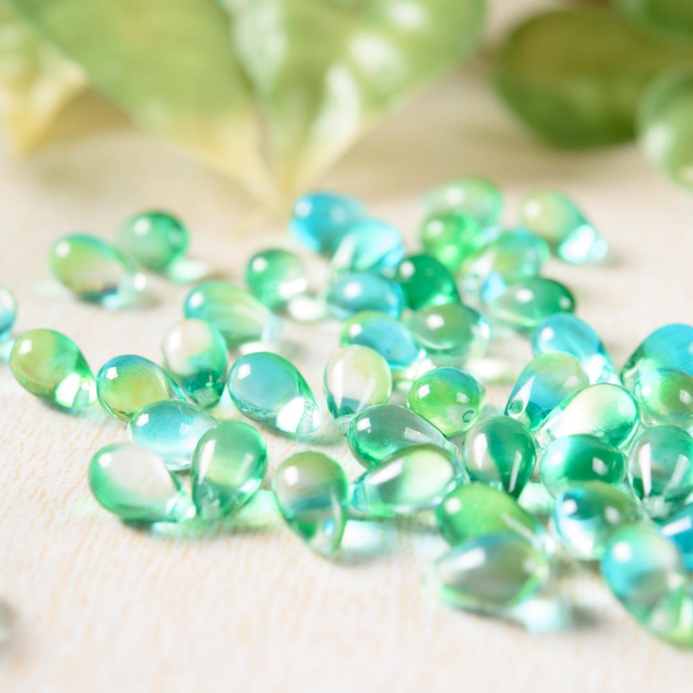 チェコガラスビーズ しずく型 緑 グリーン 10粒 通し穴つき ピアス イヤリング ブレスレット パーツ ハンドメイド 材料 素材