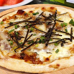 みんな大好きテリヤキチキンピッツァが新しく生まれ変わりました さらに味わい深く改良されたテリヤキソースをやわらかな鶏肉にたっぷり絡めました 長ねぎとの相性もバッチリ 香ばしいチキンの甘辛い味わい てりやきチキンピザ 冷凍ピザ お試しピザセットと同梱で送料無料 宅配ピザよりピザ通販 pizza ピッツァ 贈答品 ピザ 冷凍 舗 石窯薪木で焼きあげるピザ職人手作りの石窯ナポリピッツァです