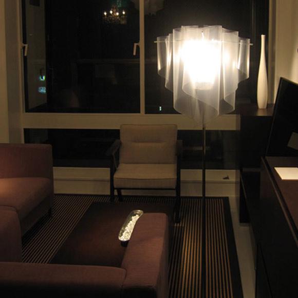 『DI CLASSE (ディクラッセ)アウロ フロアーランプ』 スタンドランプ スタンドライト フロアライト フロアランプ 間接照明 照明器具 インテリアライト フロアスタンドライト インテリア 家具 照明 ライト リビング 光源 明かり 蛍光灯 ランプ 白木のスタンド