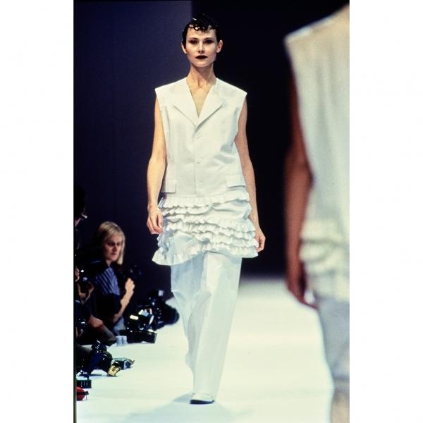 コムデギャルソンCOMME des GARCONS コットン裾フリルノースリーブプルオーバージャケット 白M【中古】 【レディース】
