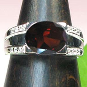 【10%OFFクーポン】5日23:59迄 プラチナ900・ガーネットリング・ダイヤモンド・指輪【1105-m】