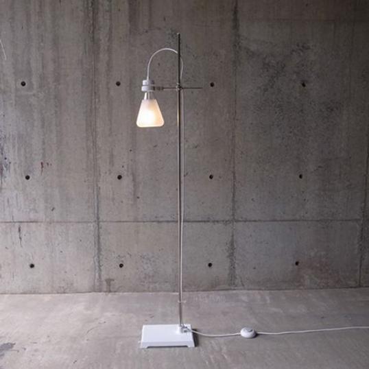 abode FLASK - Floor Lampフロアランプ理科実験用の三角フラスコが照明になりました。インテリアデザイナーズ照明送料無料リビング