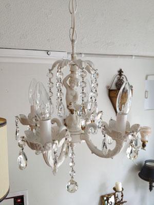 アンティーク 4灯のホワイトシャンデリア 照明 店舗什器
