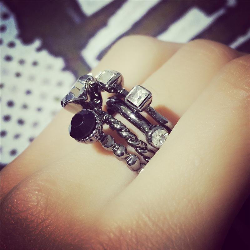ジュエリー バーゲンセール 腕時計 アクセサリー 女性用 指輪 リング その他 送料無料 四連 重ね付け アクセント デザイン ワンポイント 綺麗 超人気 レディース おしゃれ シルバー 華やか かわいい