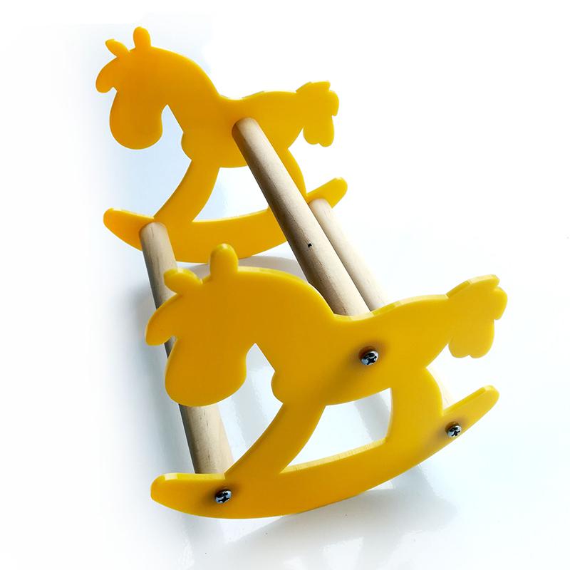 送料無料止まり木 ペット用品 鳥用 おもちゃ 玩具 インコ 鳥 オウム 木馬 ロッキングチェア スイング 木製 ウッド イエロー 黄色 ストレス解消