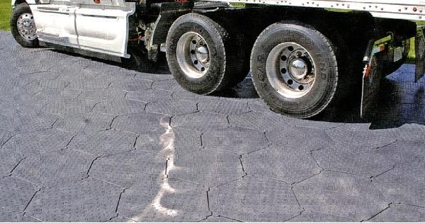 【代引不可】【100枚セット】 ヘキサマット 高密度ポリエチレン 25トン車対応 六角形の連結敷板 現場マット 共B