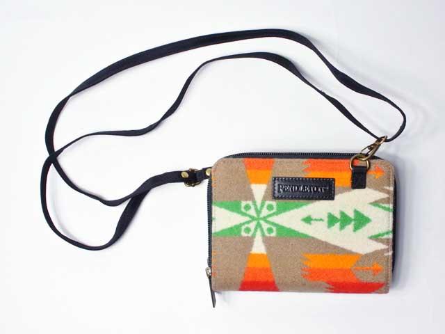 【PENDLETON/ペンドルトン】Tucson Wallet On A Strap・ツーソン・ウォレット オン ア ストラップ・スモールショルダーバッグ&ウォレット/カーキ (財布・ワレット・ネイティブパターン)