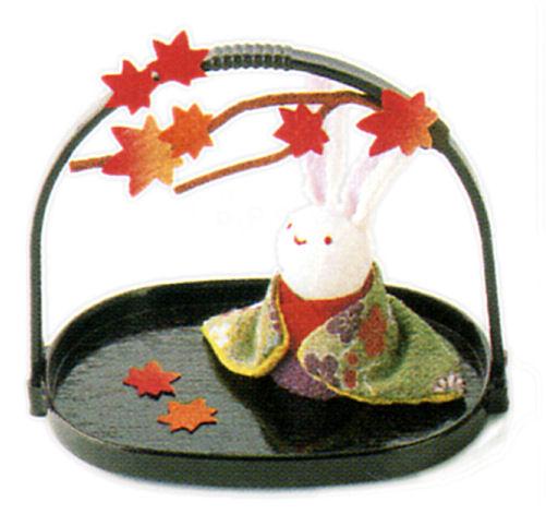 あなたの部屋に小さな季節を かご付兎 紅葉 秋の風物詩 オーバーのアイテム取扱☆ 和雑貨 手作りちりめん細工 リュウコドウ タイムセール