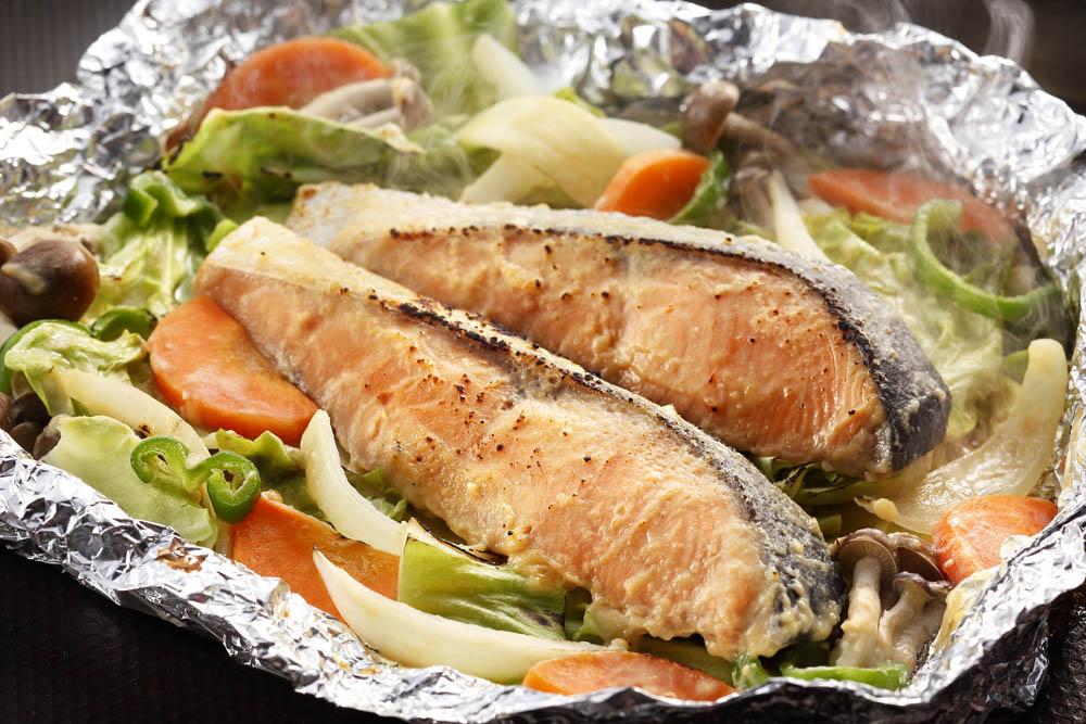 【送料無料】【絶品美味】北海道 知床羅臼 鮭のちゃんちゃん焼き【お歳暮・お中元・ギフトに】
