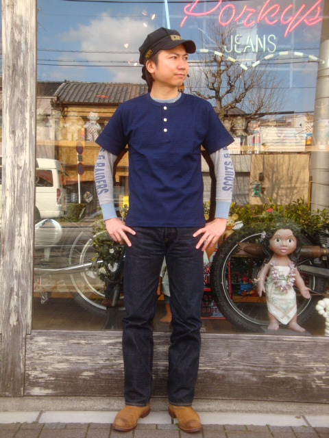 "WAREHOUSE(服裝房屋)""Lot.4055 Indigo Henley Neck Tee/靛藍亨利頸T恤"""