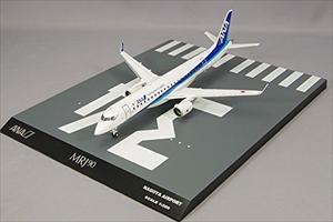 全日空商事 ANA (MR29008) 1/200 MRJ90 ANA塗装 名古屋空港RWY34ベース