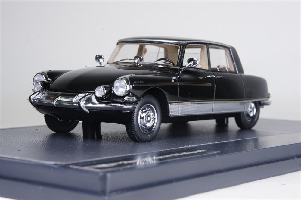 ミニカー マトリックス (MX50304-042) シトロエン DS 21 シャプロン マジェスティー サルーン 1966 ブラック/シルバー