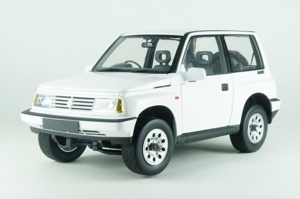 DORLOP 1/18 スズキ エスクード ホワイト 完成品ミニカー DLSU-1000AR