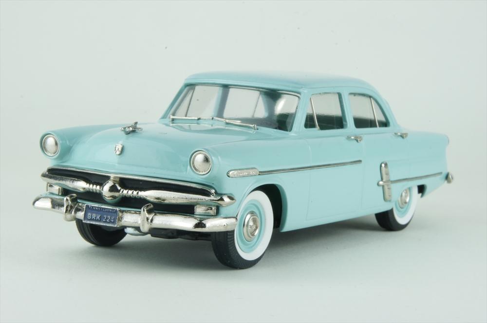 ブルックリン 1/43 フォード カスタムライン 4ドア セダン 1953 完成品ミニカー BRK224