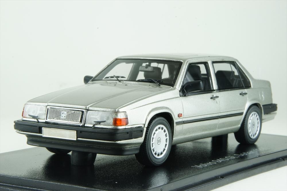 ネオ 1/43 ボルボ 940 GL セダン 1990 シルバー 完成品ミニカー NEO49550