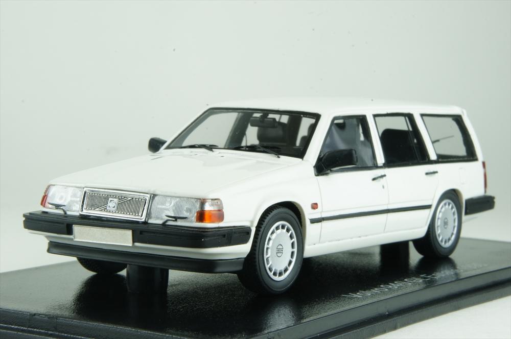 ネオ 1/43 ボルボ 940 GL エステート 1990 ホワイト 完成品ミニカー NEO49553