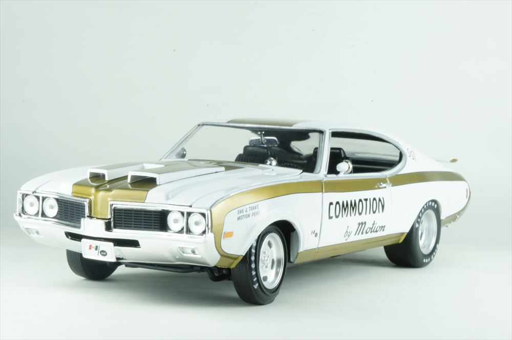 アメリカンマッスル 1/18 オールドモビルズ カトラスハースト 1969 ホワイト 完成品ミニカー AMM1034