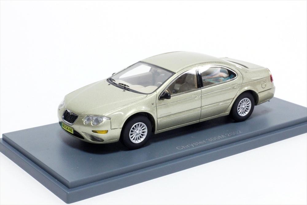 ネオ 1/43 クライスラー 300M 2002 ゴールドメタリック 完成品ミニカー NEO44985