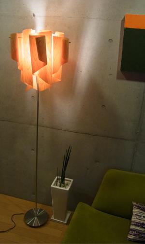 透明感のあるオーロラをイメージしたデザイン【DI CLASSE(ディ クラッセ)】 フロアランプ auro-wood floor lamp グッドデザイン賞 シェードのドレープ 本物のヒノキアウロ ウッド フロアランプ