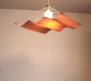 波型のシェード 落ち着いたリビングの空間や、寝室などにおすすめ オンダウッド ペンダントランプ 1灯 DI CLASSE(ディクラッセ)