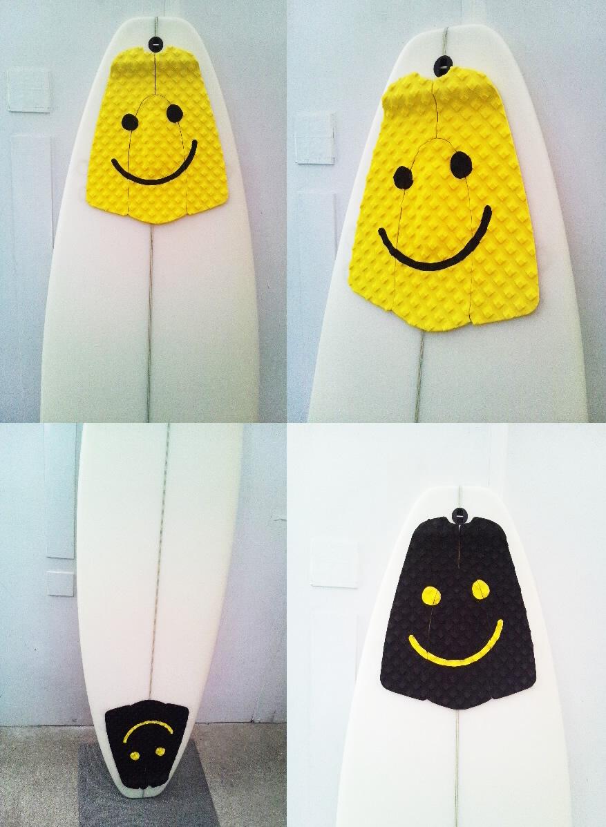 完全送料無料 市場内で2位獲得 サーフィン デッキパッド DECK PAD SMILY FACE スマイリー メーカー直売 サーフィン用デッキパット